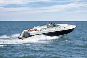 inboard express cruiser / diesel / open / 12-person max.