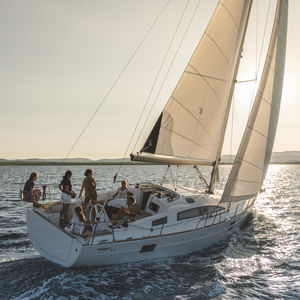 fast cruising sailboat / classic / open transom / deck saloon