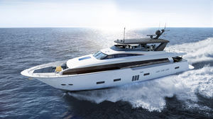 cruising super-yacht / flybridge / raised pilothouse / composite