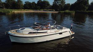 inboard express cruiser / diesel / open / fiberglass