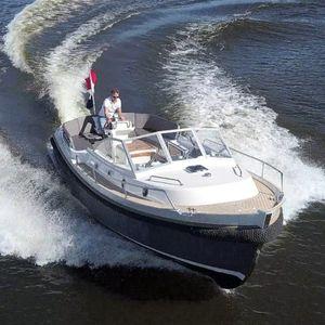 inboard cabin cruiser / open / canal / fiberglass