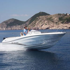 outboard center console boat / sport-fishing / 9-person max. / sundeck