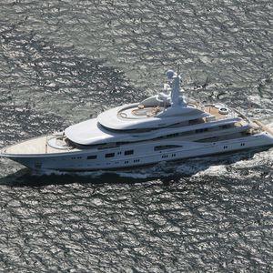 cruising mega-yacht / flybridge