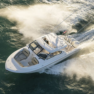 outboard express cruiser / triple-engine / hard-top / dual-console