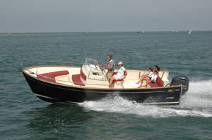 outboard center console boat / planing hull / center console / open