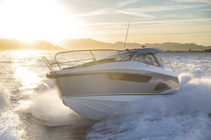 inboard express cruiser / twin-engine / hard-top / sport