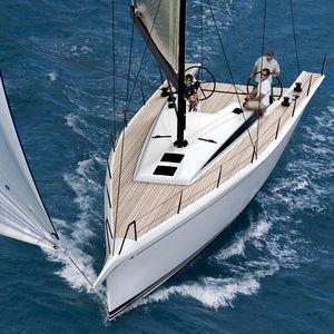 cruising sailboat / classic / racing / open transom