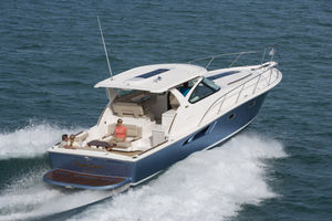 inboard express cruiser / diesel / twin-engine / hard-top