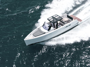 inboard express cruiser / open / center console / cruising