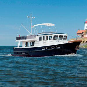 inboard trawler / flybridge / canal / steel