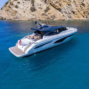 cruising motor yacht / hard-top / with enclosed cockpit / 4-cabin