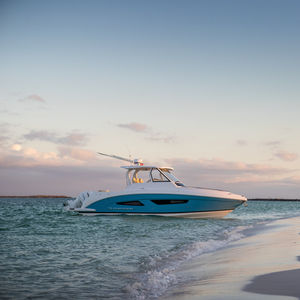 outboard express cruiser / twin-engine / hard-top / open