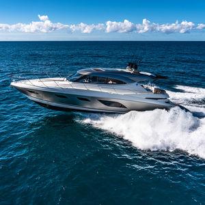 sport motor yacht / offshore / hard-top / IPS