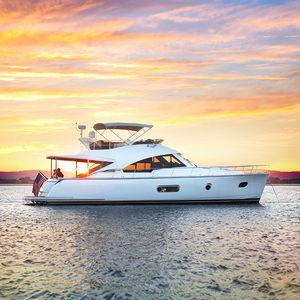 cruising motor yacht / sport / offshore / classic