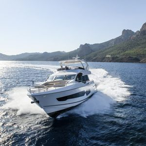 cruising motor yacht / flybridge / displacement / 4-cabin