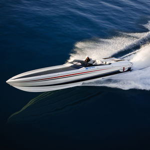 inboard runabout / twin-engine / dual-console / open