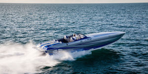 inboard runabout / twin-engine / dual-console / high-speed