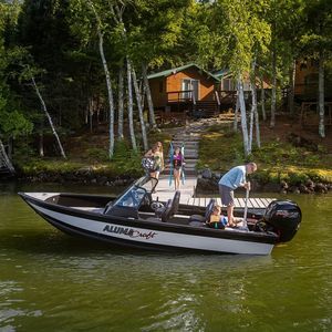 outboard bay boat
