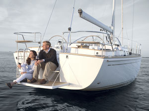 cruising sailboat / classic / deck saloon / with 2 or 3 cabins