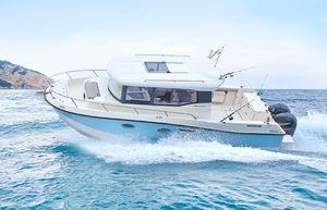 outboard cruising fishing boat