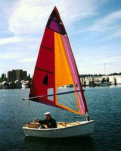 single-handed sailing dinghy