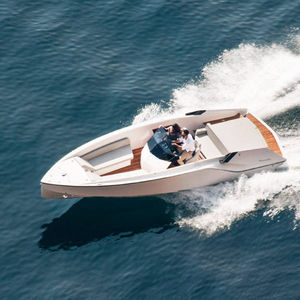 inboard runabout / stepped hull / open / center console