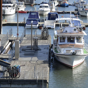 harbor floating fuel dock / freshwater / for marinas