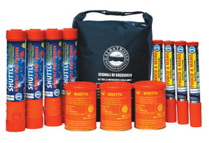 offshore distress kit for boats (hand-held flares and smoke signals, rockets)