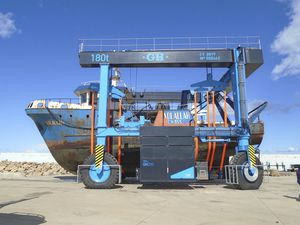 port crane / for marinas / for yachts / articulated
