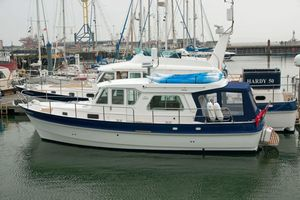 inboard express cruiser / diesel / twin-engine / semi-displacement hull