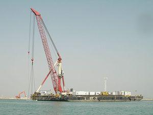 floating dock crane / for heavy loads / knuckle boom