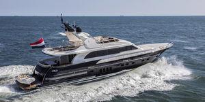cruising motor yacht / flybridge / IPS / aluminum