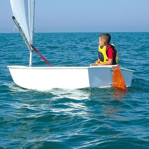 single-handed sailing dinghy / children's / instructional / catboat