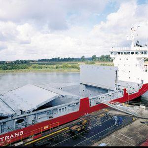 cargo ship hatch cover / folding