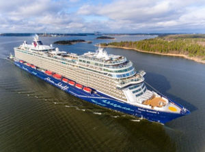 cruising cruise ship