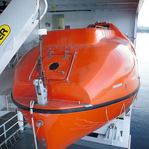 totally enclosed lifeboat / for ships