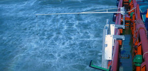 dispersant spray system / oil spill / boat-mounted / with arm
