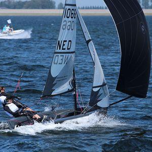 double-handed sailing dinghy / regatta / asymmetric spinnaker / single-trapeze