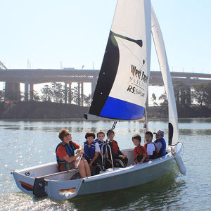 multi-person sailing dinghy / recreational / instructional / asymmetric spinnaker