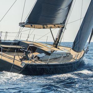 sailing yacht boom / V / carbon