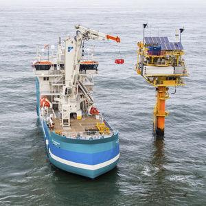 active heave compensation crane / for ships / deck / knuckle