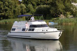 inboard houseboat