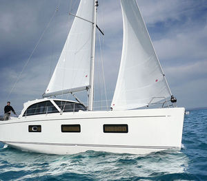 monohull / cruising / with enclosed flybridge / with bowsprit