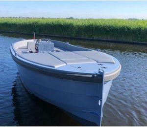 inboard center console boat