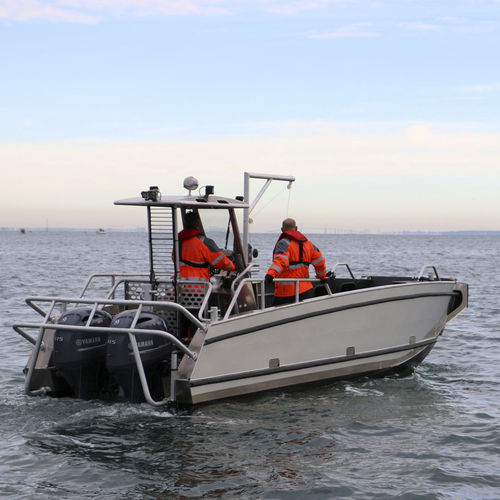 landing craft / outboard