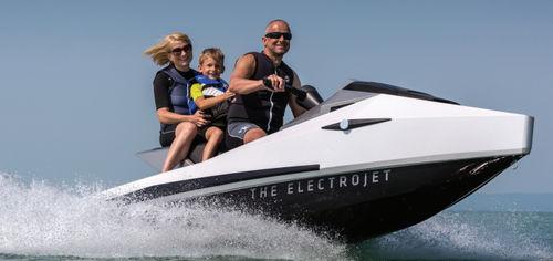 three-seater jet-ski / electric / 60 hp