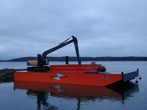 dredger / inboard