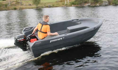 outboard small boat / open / sport-fishing / 4-person max.