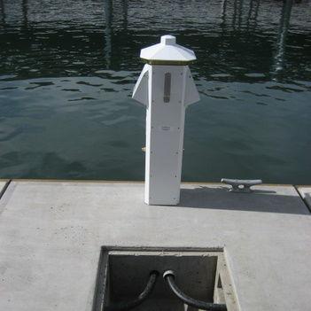 electrical distribution pedestal / for docks
