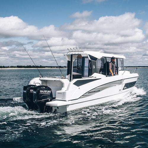 outboard walkaround / twin-engine / wheelhouse / sport-fishing